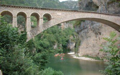 Spätsommer in Südfrankreich genießen  – Steine, Wein und Lavendel im September